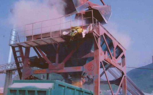 物料(散粮)卸船未使用除尘系统效果